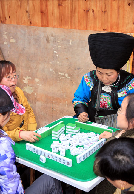 shutterstock_109102394 Hunan, People playing mahjong