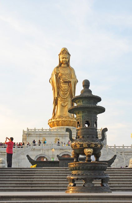 shutterstock_131324675 Zhejiang, South Beach GuanYin 33 meters bronze plated statue