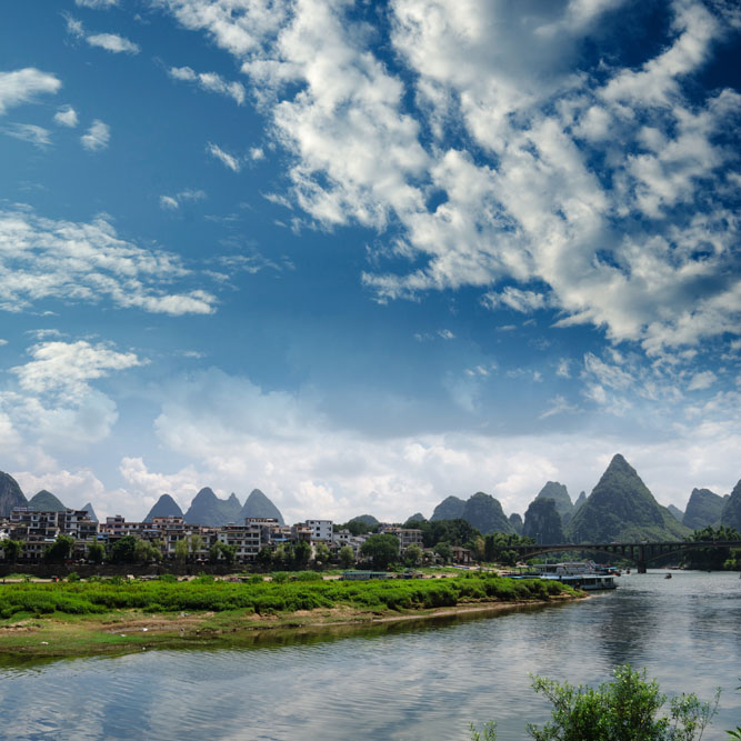 shutterstock_115892110 Guangxi, Bamboo raft at the Ulong river near Yangshuo, Guanxi province, China