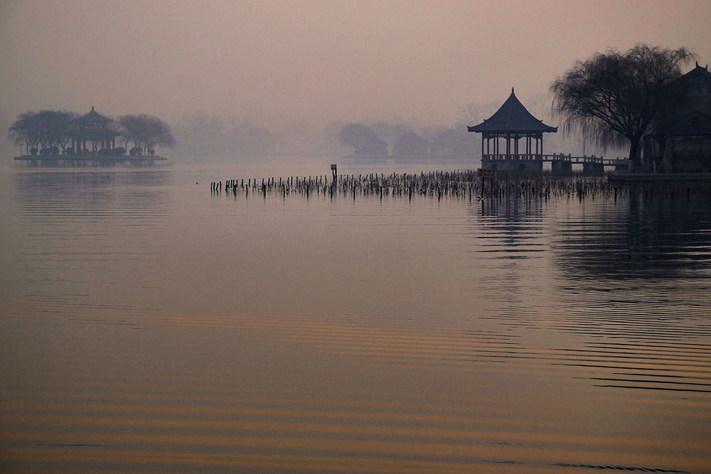 shutterstock_41950411 Shandong, Da-ming Lake at dawn